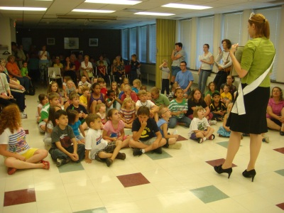 2011 Honey Queen visits Uniontown Public Library
