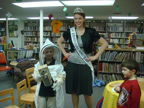2011 Honey Queen at Hollidaysburg Public Library
